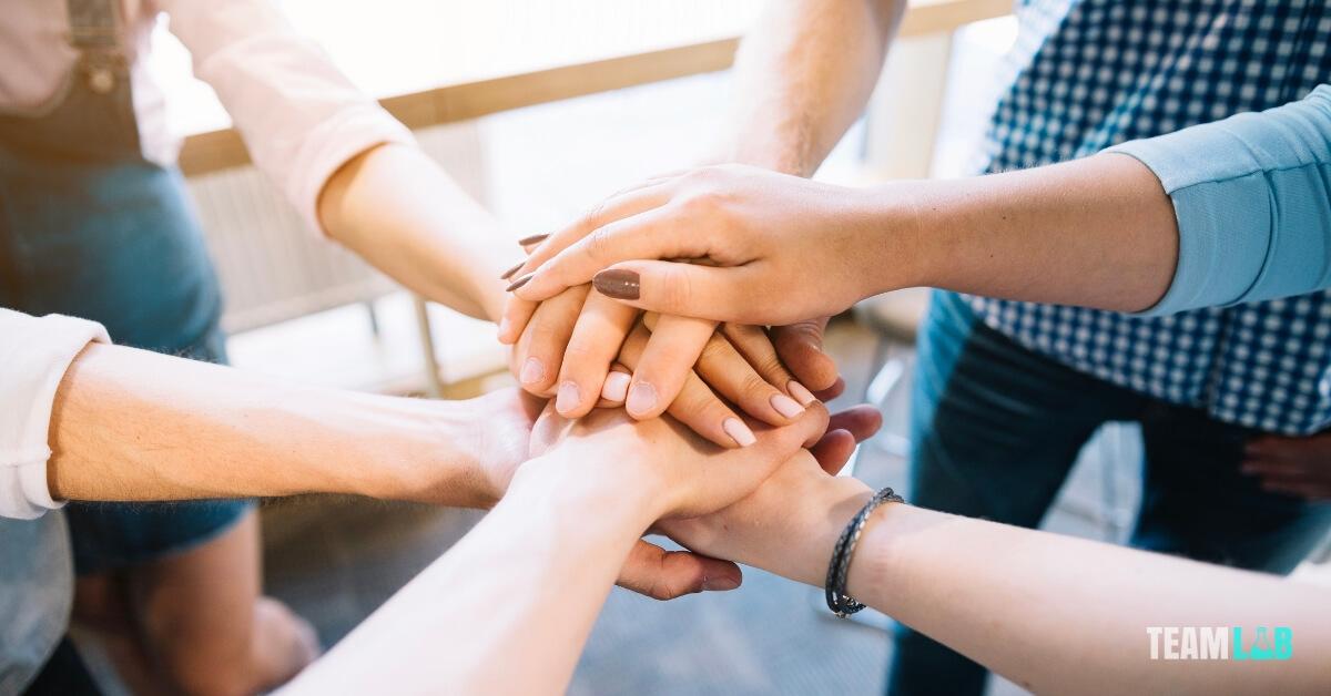 bizalom kiépítése a munkatársak között